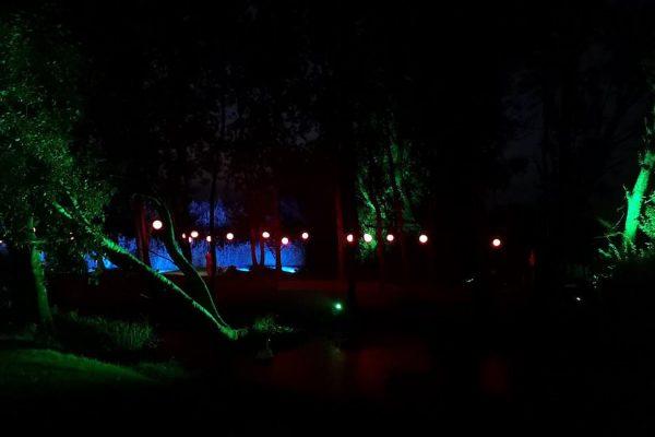 lichtinstallation-auf-ruegen-von-baltic-sound-schloss-spyker-park-im-licht